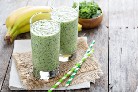 4 Easy Smoothie Recipes for glowing skin