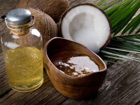 Reasons why you should use coconut oil for your skin